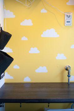 Itsemaalattu pilviseinä - ohje ja sabluunat 1001daysofsummer-blogissa. / Painted could wall
