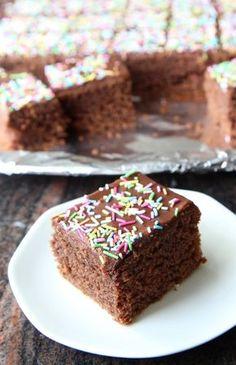 Saftig sjokoladekake i langpanne.
