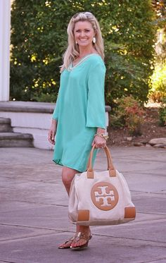 One Last Getaway To The Beach: Tory Burch Canvas tote, Sincerely Mary tunic and nude sandals on Peaches In A Pod blog