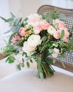 The prettiest bouquet we ever did see... gorgeous work @blueskyflowers. Image by @clairesgraham.