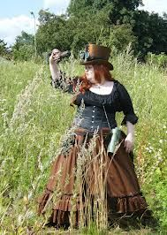plus size steampunk - Google Search love the contrast and size of the skirt... maybe a smaller top hat though