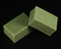 A super bar with Sweet Basil, Tea Tree and Spearmint Oils providing anti-bacterial & anti-inflammatory action. Added Comfrey for Healing. An excellent bar for oily and acne skin types