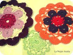 La mujer araña cambia el mundo tejiendo mandalas ¿la conoces? http://www.mbfestudio.com/2014/06/la-mujer-arana.html #mandalas #crocheting #tejercrochet #tejerganchillo
