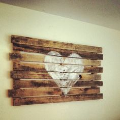 My Pallet art, heart , diy , painting , art , wood, restoration hardwar Cute in guest room painted black and white, maybe add chalkboard paint to write welcome notes to guests!