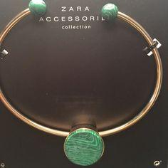 Zara Adjustable Golden Choker With Stone Adjustable choker with round green stone. Gold tone. Zara Jewelry