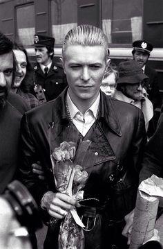 Bowie arrives Helsinki 24 April 1976