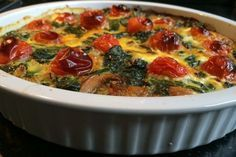 Frittata with spinach and tomatoes Veggie Recipes, Low Carb Recipes, Snack Recipes, Healthy Recipes, Free Recipes, Vegetable Frittata, Oven Dishes, Breakfast Lunch Dinner, One Pot Meals