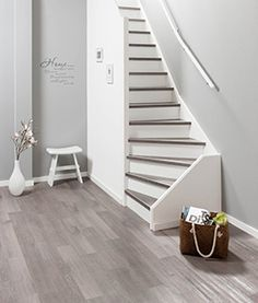Flexxstairs traptenovatie. Zo mooi voor een afgeleefde trap! Narrow Staircase, Entry Stairs, Basement Stairs, House Stairs, Staircase Design, Basement Laundry, Stair Storage, Closet Storage Systems, Amsterdam Apartment