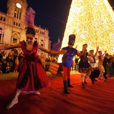 Planning a visit to Porto during the Christmas holidays? We gathered 9 foodie tips to help you catch the Christmas spirit. Christmas Lights, Christmas Holidays, Roasted Chestnuts, Port Wine, Afternoon Snacks, Wine Recipes, Celebrities, Porto, Christmas Fairy Lights