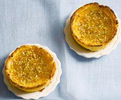 Creme brulee praline tarts Apple Custard, Rhubarb And Custard, Caramel Recipes, Almond Recipes, Custard Desserts, Delicious Desserts, Fruit Crumble, How To Roast Hazelnuts, Pudding Desserts