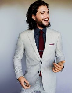 Harington is the king of thrones Game Of Thrones star Kit Harington on what to expect in series 5 - .ukGame Of Thrones star Kit Harington on what to expect in series 5 - . Suit Fashion, Look Fashion, White Wedding Suits For Men, Costume Original, Terno Slim Fit, Kit Harrington, Look Formal, Style Masculin, Look Man