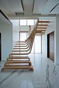 escalier à marches courbées en bois massif par Arquitectura Movimiento