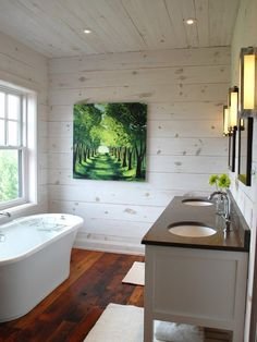 Rustic chic log home washroom #bathroomdesign