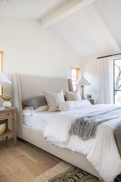 The Crestview House: Φωτογραφική περιήγηση σουίτας ιδιοκτήτη - Studio McGee Bedroom Nook, Home Bedroom, Bedroom Decor, Bedroom Rugs, Bedroom Ideas, Master Bedrooms, Bedroom Inspiration, Design Inspiration, Design Ideas