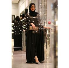 Image in Islam/Le bled ♥ collection by Boubali Niqab Fashion, Modest Fashion, Hijab Fashion Inspiration, Style Inspiration, Abaya Designs, Hijab Outfit, Abaya Style, Gowns, Clothes For Women