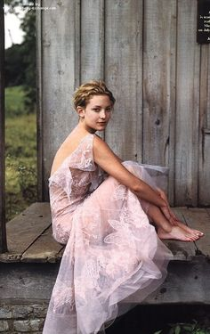 Kate Hudson by Annie Leibovitz for Vanity Fair, October 2000