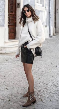 Are you wondering what to wear this fall? Want to know how to put together cute fall outfits? Look at these 30 outfits to wear right now. 30 Outfits, Cute Fall Outfits, Mode Outfits, Classic Fashion, Classic Outfits, Women's Fashion, Fashion Outfits, Autumn Fashion 2018, Sweater Boots