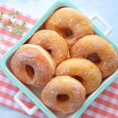 Λουκουμάδες παραλίας αφράτοι με ζάχαρη — Paxxi Beach Furniture, Sweetest Day, Doughnut, Donuts, Delicious Desserts, Pancakes, Sweet Treats, Sweets, Sugar