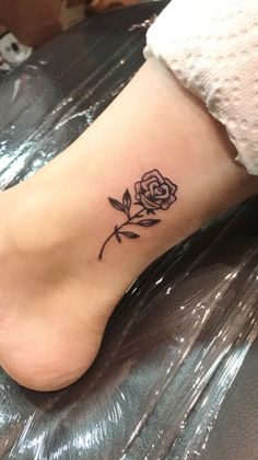 rose tattoo on shoulder ; rose tattoo on ribs ; Wrist Tattoos, Mini Tattoos, Flower Tattoos, Body Art Tattoos, Small Tattoos, Sleeve Tattoos, Tatoos, Tattoo Ink, Tatoo Rose