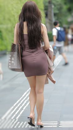 Womens Style Discover Sexy mini Tight Skirt on the street Sexy Asian Girls Beautiful Asian Girls Beautiful Legs Sexy Legs And Heels Look Girl Sexy Skirt Sexy Jeans Sexy Women Skirts Cute Asian Girls, Beautiful Asian Girls, Beautiful Legs, Girls In Mini Skirts, Look Girl, Sexy Legs And Heels, Sexy Skirt, Sexy Jeans, Girls Image