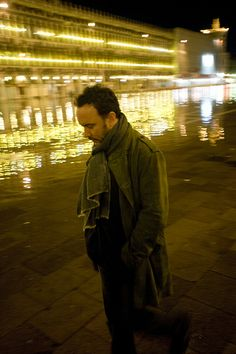 Dave Matthews, Venice, Italy - 2/26/10 (photo by C. Taylor Crothers)