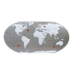 A chapa Todo Mundo da Imaginarium tem função dupla. Serve como peça de aprendizado, já que traz o mapa mundi, e também ajuda a organizar imagens, lembretes, fotografias, etc.. A peça é confeccionada em ferro com pintura eletrostática e mede 75 x 43 cm (altura x largura). Acompanha 4 ímãs. Custa R$ 139,90