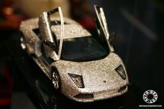 This 1:18 Lamborghini Murcielago LP640 from Maisto model is not common. This limited edition model in is covered with 7668 Swarovski crystals, making the LP640 to bling. To have the small car home you should offer £ 1,500.