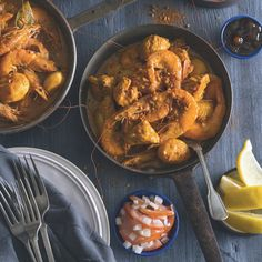 A chicken and prawn your tummy simply needs! Chicken And Prawn Curry, Chicken Masala, Jamaican Recipes, Curry Recipes, Curry Ingredients, Chicken Breast Fillet, Dutch Oven Recipes, South African Recipes, Fresh Coriander