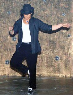 Tiger Shroff Dedicates His Michael Jackson Video to His Dance Guru