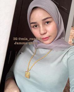 Hijab Chic, Girl Hijab, Muslim Girls, Beautiful Hijab, Girls Wear, Hijab Fashion, Cute Girls, Sexy Women, Barbie