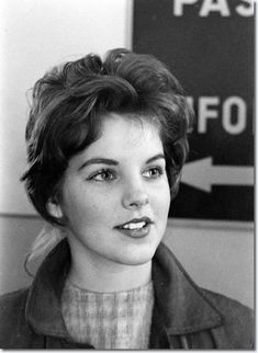16 yr old Priscilla March 2, 1960 - Elvis leaving Germany.