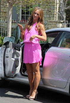 Jennifer Love Hewitt Out and About in Los Angeles Beautiful Celebrities, Beautiful Actresses, Gorgeous Women, Perfect Legs, Great Legs, Jennifer Love Hewitt Body, Jeniffer Love, Actrices Hollywood, Sexy Legs