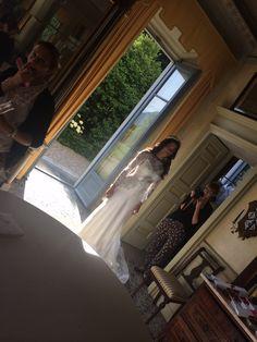 Complice l'atmosfera di Villa Parravicini...ecco un'immagine di shooting di uno dei miei abiti preferiti..che ne pensate? Foto Alexandra Amico Hair and make up Elisa Toaiari Milena Marino Alessandro Tosetti www.tosettisposa.it Www.alessandrotosetti.com #abitidasposa2015 #wedding #weddingdress #tosetti #tosettisposa #nozze #bride #alessandrotosetti #modasottolestelle #cnms #swissfashiontv