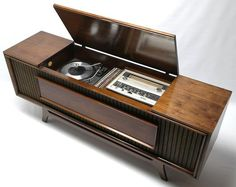 Mid Century Modern GE Vintage Stereo Console - Record Player Changer - AM/FM Tuner - Bluetooth audio room mid century Modern Record Player, Record Player Console, Record Players, Stereo Cabinet, Record Cabinet, Vintage Stereo Console, Vinyl Record Collection, Audio Room, Antique Radio