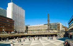 Sergels Torg, ein öffentlicher Platz im Zentrum von Stockholm, mit Kulturhuset und Obelisk Obelisk, Stockholm, Louvre, Building, Travel, Centre, Venice Italy, Viajes, Buildings