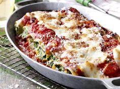 Cannelloni with ricotta and tomato Good Healthy Recipes, Veggie Recipes, Pasta Recipes, Vegetarian Recipes, Dinner Recipes, Cooking Recipes, Oven Dishes, Food Dishes, Zucchini