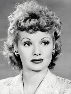 Lucille Ball~ I love Lucy. Golden Age Of Hollywood, Vintage Hollywood, Classic Hollywood, Hollywood Glamour, Divas, I Love Lucy Show, Lucille Ball Desi Arnaz, Lucy And Ricky, Photo Vintage