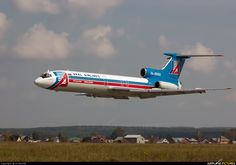 Ural Airlines Tupolev Tu-154B RA-85432 makes a low pass during an air show at Yekaterinburg-Uktus, August 2009. (Photo: Aviator59)