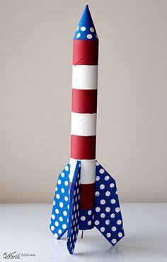Toilet Paper Roll Crafts for Kids Fusée de rouleau de papier Kids Crafts, Space Crafts For Kids, Toddler Crafts, Projects For Kids, Diy For Kids, Arts And Crafts, Craft Kids, Diy Projects, Rocket Craft