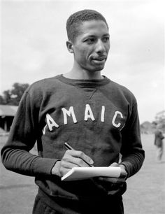Herbert Mckinley Beaten by a 'whisker' for Gold in 100 meters at Helsinki 1952 Olympics Negril, Montego Bay, Jamaica History, American Athletes, Jamaican Music, Sports Personality, Ocho Rios, Usain Bolt