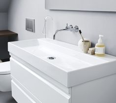 Our new stringent Canto washbasin in genuine sanitary porcelain is also available without tap holes for walmounted fixtures..