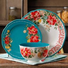 Free 2-day shipping. Buy The Pioneer Woman Vintage Floral 12-Piece Dinnerware Set at Walmart.com