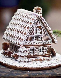 Lots of White Frosting Details! Christmas Gingerbread House, Noel Christmas, Gingerbread Man, All Things Christmas, Gingerbread Cookies, Gingerbread Recipes, Holiday Treats, Christmas Treats, Christmas Baking