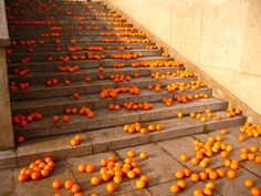 Koki Tanaka, Take an orange and throw it away without thinking too much, 2006, Single channel movie file on DVD, 7:12 min, Courtesy of the artist; Aoyama Meguro, Tokyo (Japan); Vitamin Creative Space, Guangzhou (China).