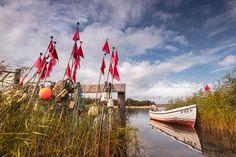 Seezeichen am Nothafen (Prerow / Darß), Boot, Hafen, Küste, Ostsee, Prerow, Schilf, Seezeichen, Ufer, Wolken