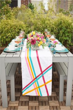 Spring table arrangement.