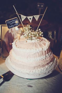simple woodsy wedding cake - 1970s Inspired Backyard Barbecue Wedding: Emily & Chris