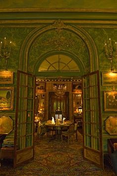 Green Envy-Hubert & Isabelle d'Ornano flat in Paris Traditional Interior, Classic Interior, French Interior, French Decor, French Country Decorating, Paris Flat, Parisian Decor, Old Money, Isabelle