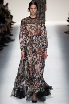See all the Collection photos from Valentino Autumn/Winter 2014 Ready-To-Wear now on British Vogue Love Fashion, Fashion Show, Fashion Looks, Fashion Design, Travel Fashion, Runway Fashion, Fashion Week Paris, Estilo Hippie, Donatella Versace
