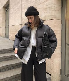 Winter Outfits Women 20s, Winter Sweater Outfits, Casual Winter Outfits, Winter Fashion Outfits, Pop Fashion, Womens Fashion, Mein Style, Street Style Edgy, Puffy Jacket